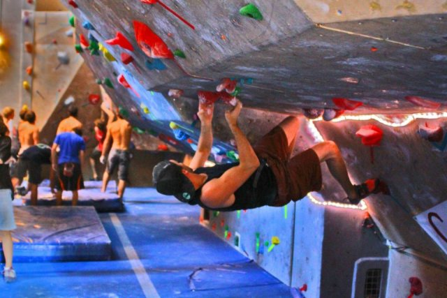 Bouldering in the overhang.