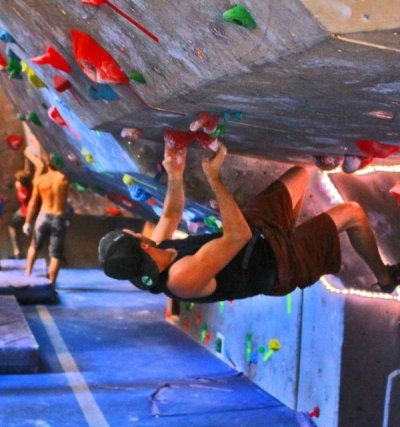 Bouldering in the overhang.
